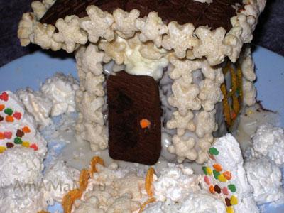 Готовый сладкий волшебный домик - вкусный торт к Новому году
