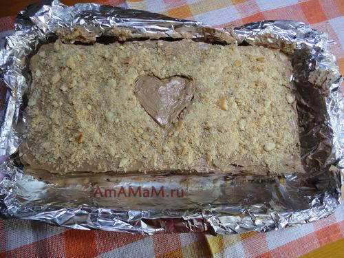 Готовый торт из песочного печенья с кремом из сгущенки