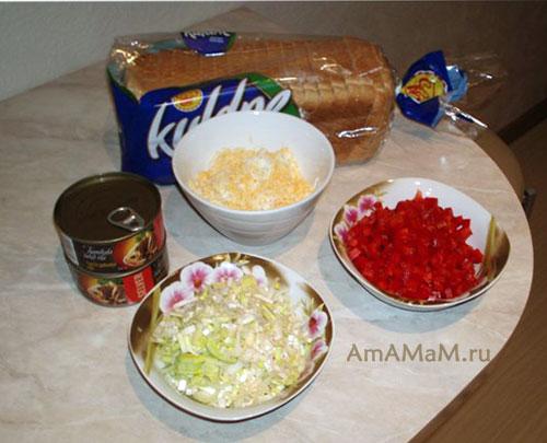 Как измельчить продукты для закусочного бутербродного торта