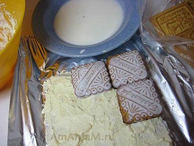 Смазать корж из печенья творожным кремом и выкладывать воторой слой печенья - очень вкусный торт творожный домик