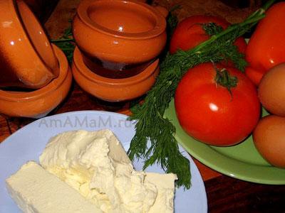 Состав продуктов для запекания брынзы: помидоры, зелень, брынза