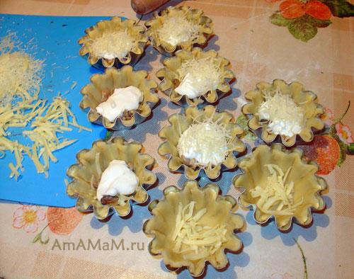 Способ приготовления жульена с курицей и грибами - рецепт и фото