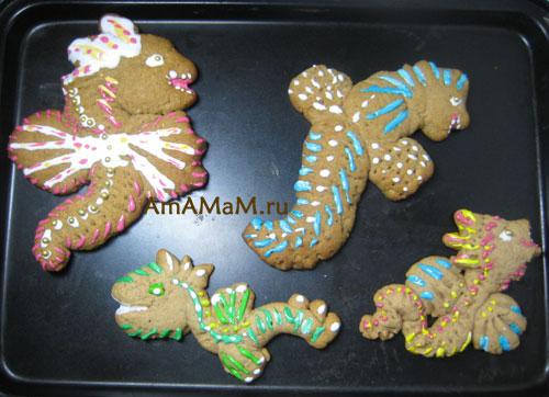 Новогодняя выпечка для 2012 года Дракона: печенье в виде Драконов
