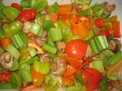 Овощи для французского рагу с грибами и телятиной в форме для тушения