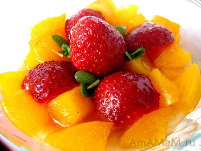 ягодный десерт с абрикосами и бананами