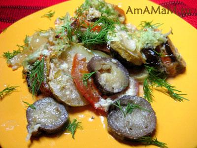 Вкусная летняя еда из овощей: баклажаны, перец, кабачки, помидоры и чеснок
