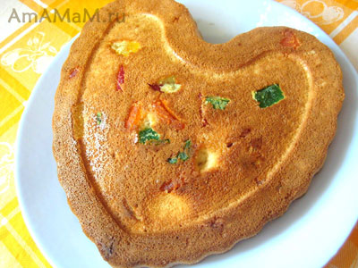 Бисквитный пирог Бедный слудент с лимоном и цукатами
