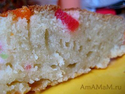 Вот он - ароматный кусочек бисквитного пирога с лимоном и цукатами