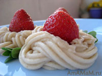 Кулбничный десерт на кремовых волнах из манной каши, масла и банана