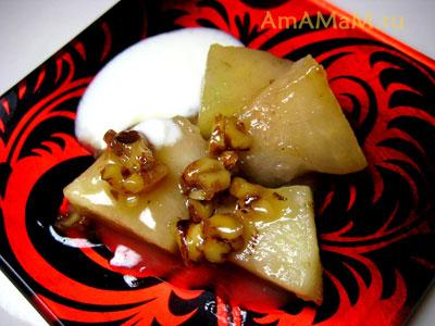 Десерт из неспелой  дыни с грецкими орехами и сметаной