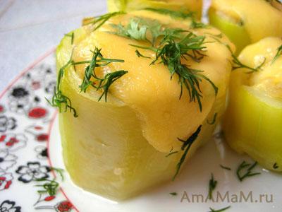кабачки, фаршированные мясом и рисом с овощами