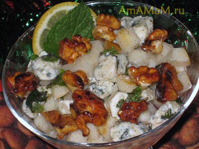 Очень вкусный, пикантный грушевый салат с сыром с плесенью, мятой и грецкими орехами в меде