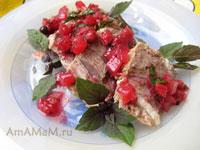 Говяжья грудинка под ягодным соусом (из красной смородины, мяты и лука)