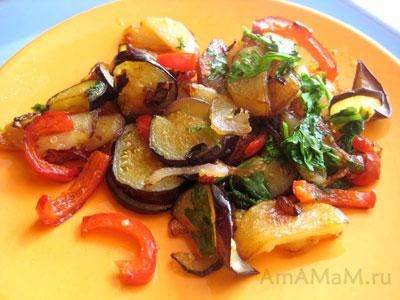 Очень вкусная жареная картошка с баклажанами и сладким перцем