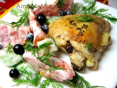 жареныая курица с необычным, но простым салатом