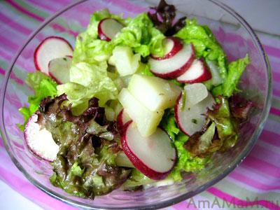 Вкусный салат из картошки, редиса, салата и чеснока