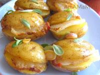Картофель с салом и чесноком в духовке