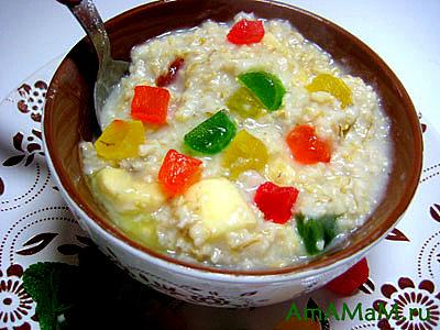 Вкусный завтрак из овсянки с фруктами и цукатами!