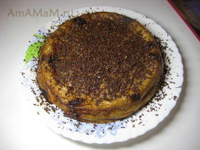 Готовый банановый десерт - суфле с кусочками шоколада и кофе
