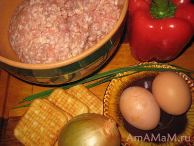Фарш куриный, яйца, перец, лук репчатый, лук зеленый, крекер - все, что нам надо