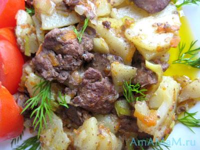 Жареная печенка с картошкой и помидорами