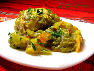 гороховая каша с овощами, тушеная с курицей