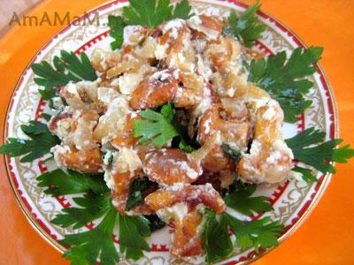 Жареные грибы  - лисички, в сметане