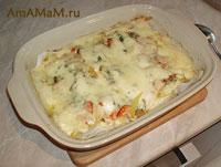 Минтай, запеченный с луком, морковкой, сыром и майонезом