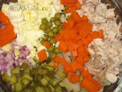 Как правильно нарезать салат Оливье - фото
