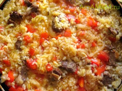 приготовление паэльи - рис доходит на сковороде