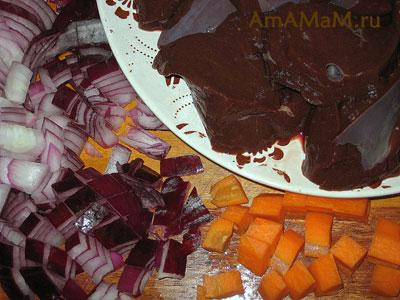 Нарезка печени и овощей для печеночного паштета