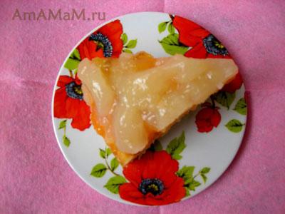 кусочек абрикосового пирога с кисельным кремом