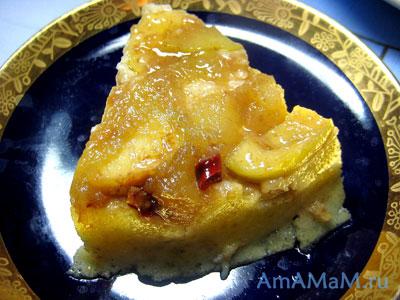 Бананово-яблочный пудинг, приготовленный на водяной бане в сковороде