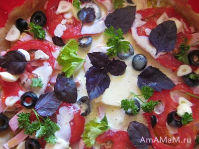 собранная пицца перед запеканием