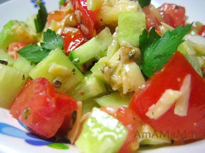 салат из огурцов, орехов и помидоров