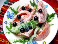 салат из помидоров, перца и смородины