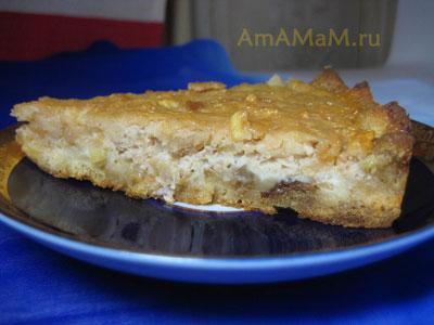 Кусочек пирога из хлебных крошек и тертых яблок в суфле