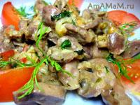 Куриные желудочки (пупки), тушеные с луком, чесноком, помидором и мятой