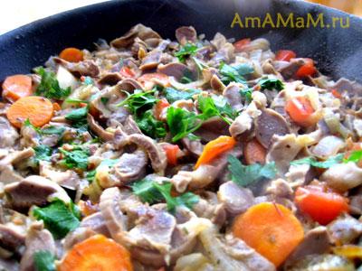 Пупки  с овощами в сковороде