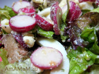 Салат из редиски, зелени, печенки и яиц