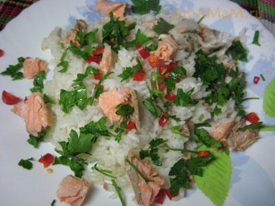 Очень вкусный остро-пряный отварной рис с рыбой и перцем чили без соли