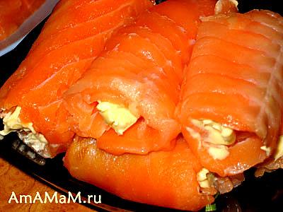 Готовые рулетики из красной рыбы со сливочным маслом