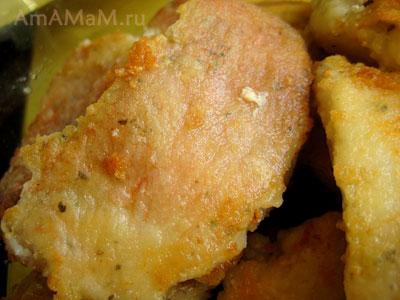 Жареный морской окунь - рецепт с подливкой из моркови и лука в томате