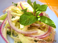 Салат яичный с капустой, луком и мятой