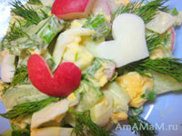 Салат украшен сердечками из редиса и яиц))