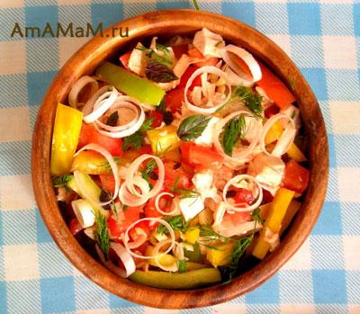 салат из куриной грудки, помидоров и перца