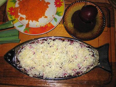 Селедка под шубой - 5 слой - тертые яйца
