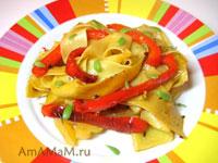 Штрудли с жареным сладким перцем, помидорами, луком, чесноком и пряностями