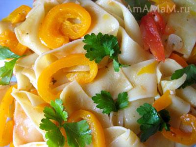 Перчик и помидоры в пасте (лапше Штрудли)