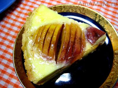 кусочек персикового суфле со сливками